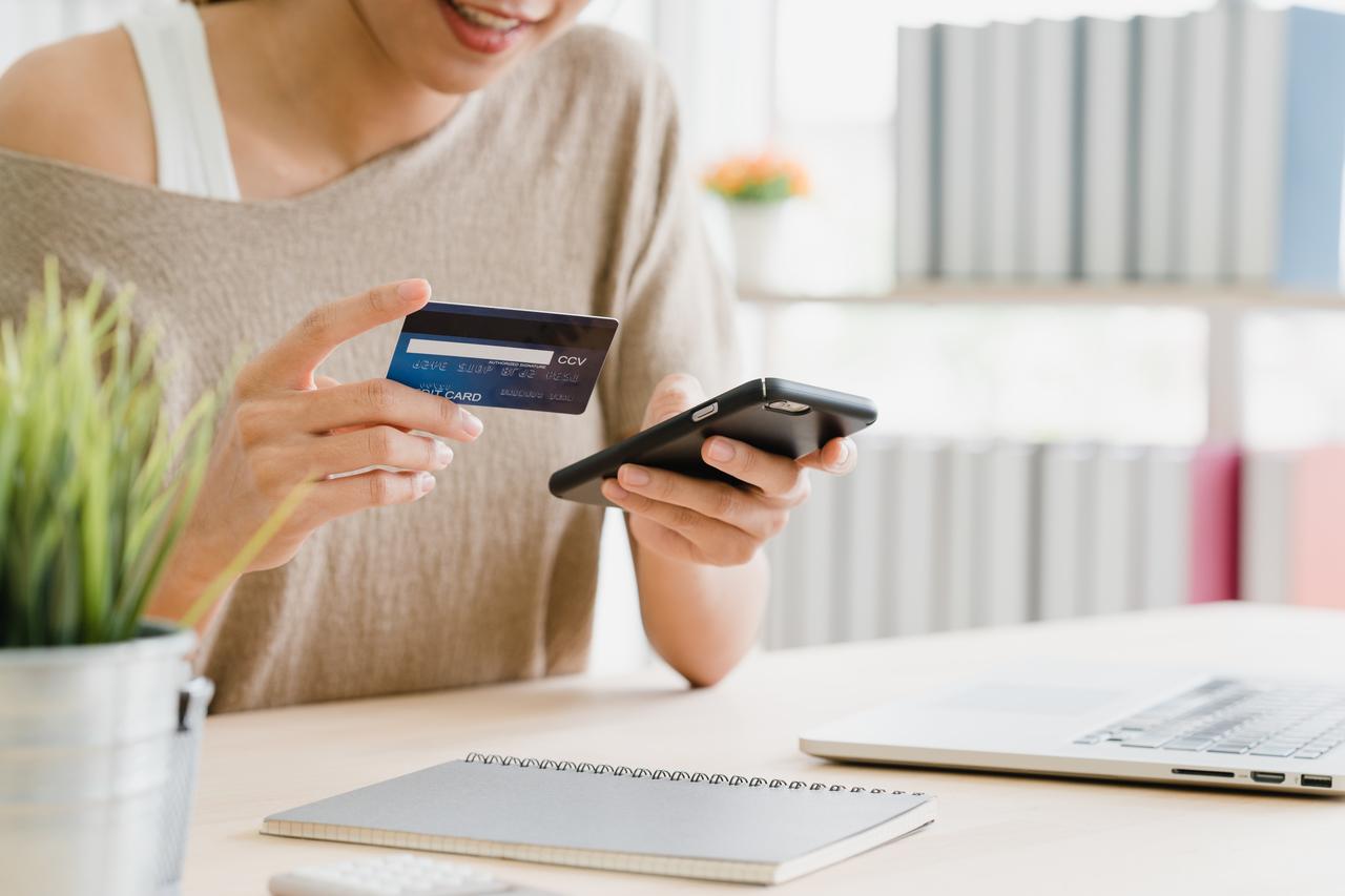 A Filipina online shopping
